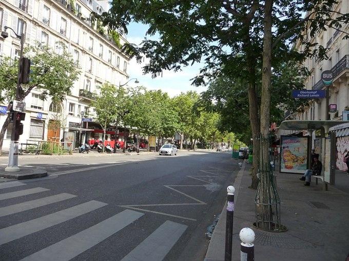 800px-Paris_-_Boulevard_Voltaire_-_panoramio_(17)